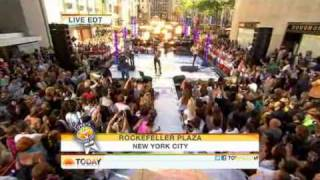Maroon 5 : Never Gonna Leave This Bed - The Today Show  08/05/2011