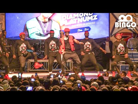 SHOW: Balaa la Diamond Juu ya Stage ya Wasafi festival MULEBAMashabiki Wamlilia Asishuke