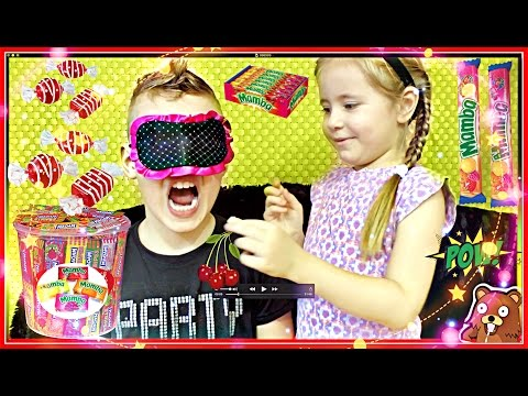 Челендж КОНФЕТЫ 🍓 #CHALLENG BROTHER Sister  🍒 🍌🍉🍋😃 Kid Candy Review Kids #Family Fun 🔵 Russia