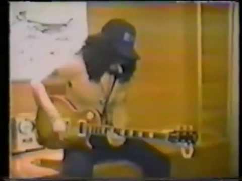Slash interview Japan 1988  playing guitar