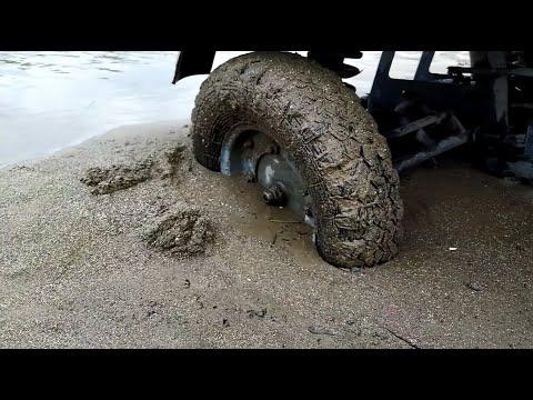 Мотороллер МУРАВЕЙ!Застряли в мокром песке!