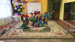 Современный танец «Малышки-коротышки».
