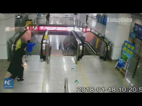 Toddler saved by metro staff on escalator in Ningbo, China