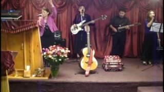 DIOS TU ERES SANTO-JESSICA MATA(ministrando la alabanza)