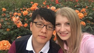 ВЛОГ: МУЖ ГОВОРИТ НА РУССКОМ!  Ханбок  Парк Роз  Корейский Храм ||| НАША ЖИЗНЬ В КОРЕЕ |||(Привет! В этом видео Вас ждёт рецепт одного очень простого корейского блюда. Мы покажем Вам, как в Корее..., 2016-05-15T15:00:02.000Z)