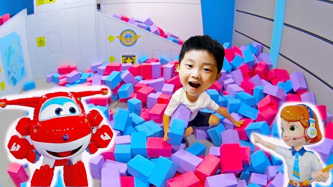 슈퍼윙스 키즈카페에서 놀기 예준이의 어린이 놀이터 미끄럼틀 타기 색깔놀이 핑거송 Funny Kids Super Wings Indoor Playground
