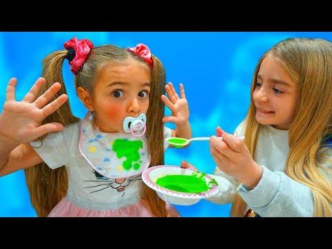 Claudia pretend play bebé y Gisele su mamá Las Ratitas thumbnail