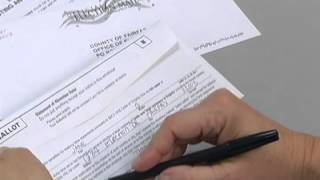 Filling Out Mail-In Absentee Ballot [Spanish]