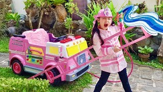 Bug's Pink Fire Truck | Funny Rescue Mission