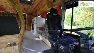 Habitat insolite: ils vivent dans un bus aménagé