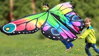 Максим Играет С Огромной Бабочкой Maxim And Butterfly Our Morning Playing Story