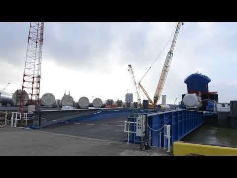 In the tidal port of Oostende mega Siemens turbines are unloaded on wheels