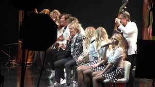 Rod Stewart live - XMAS PARTY - O2 - 20 12 19 - OOH LA LA.mp3