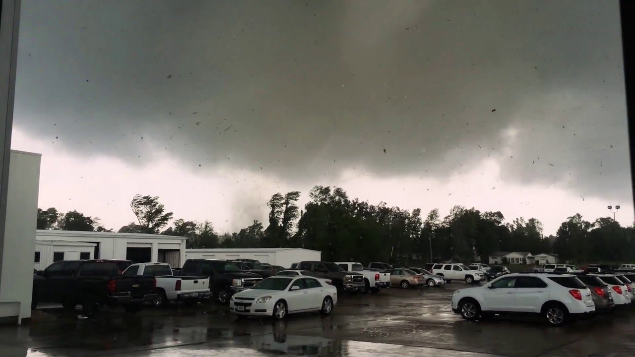 tornado video while i was at shelby motors mayfield ky 5
