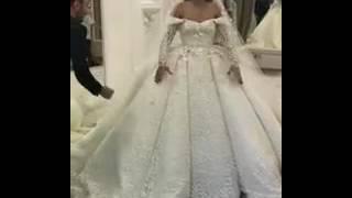 Саша Артемова примеряет свадебное платье
