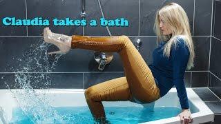 Claudia takes a bath (wetlook)