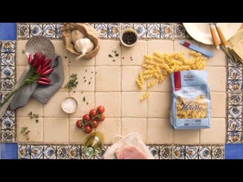 Ricetta - Gran fusilli Voiello con pesce spada, pomodorini, olive nere e origano