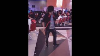 Freestyle dance while someone beatboxing~