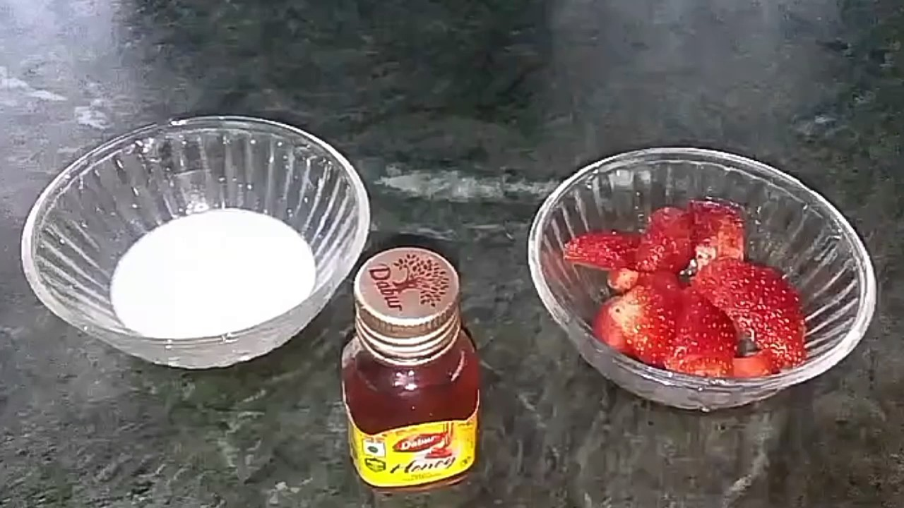 7 Strawberry Face Packs For Glowing Skin picture