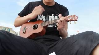 falling slowly+ukulele on Brighton beach