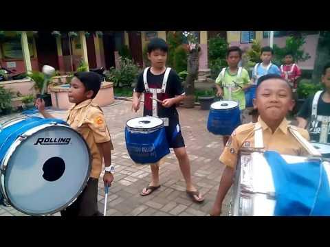 Latihan drumband..lagu anoman obong di  versi koplo