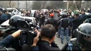 Милиция разгоняет участников митинга в поддержку С.Жапарова