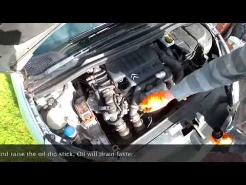 Oil change on a 2007 Citroen C4 1.6HDi.  Part 1: Draining the oil