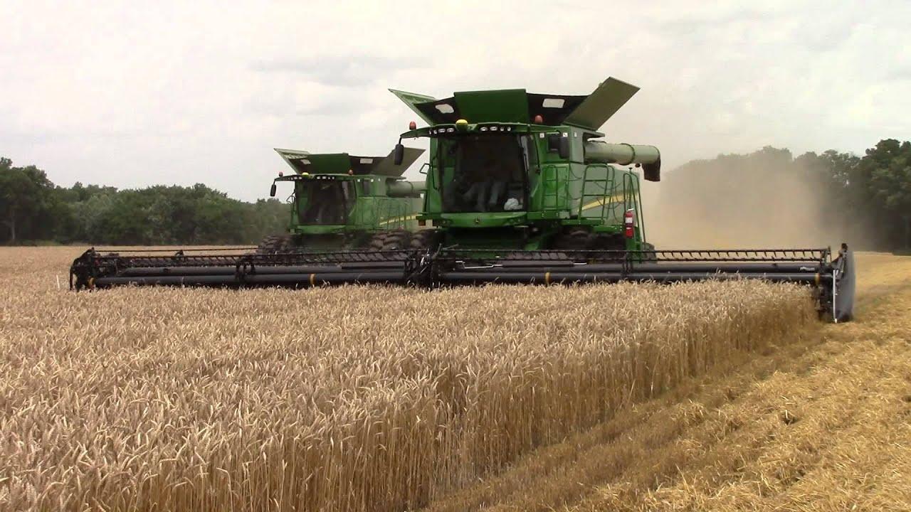 John Deere S690 Combines Harvest Wheat - YouTube