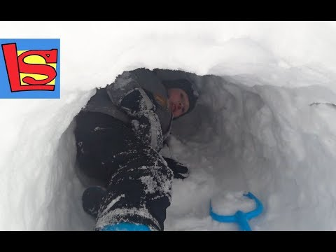 Вопрос: Как сделать пещеру из снега?