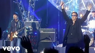 "U2 performs ""Beautiful Day"" live on CD:UK. http://vevo.ly/GNar3Z."