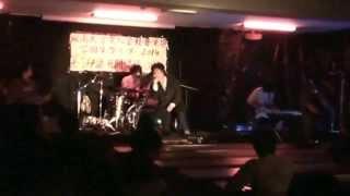 大阪の某大学の軽音楽部学園祭ライブより 96猫 というバンドの、カバー...
