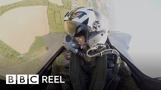 The surprising benefit of flying a virtual war plane - BBC REEL