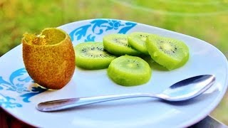 Howto: Easily Peel A Kiwi Fruit With A Spoon - Kitchen Tips!