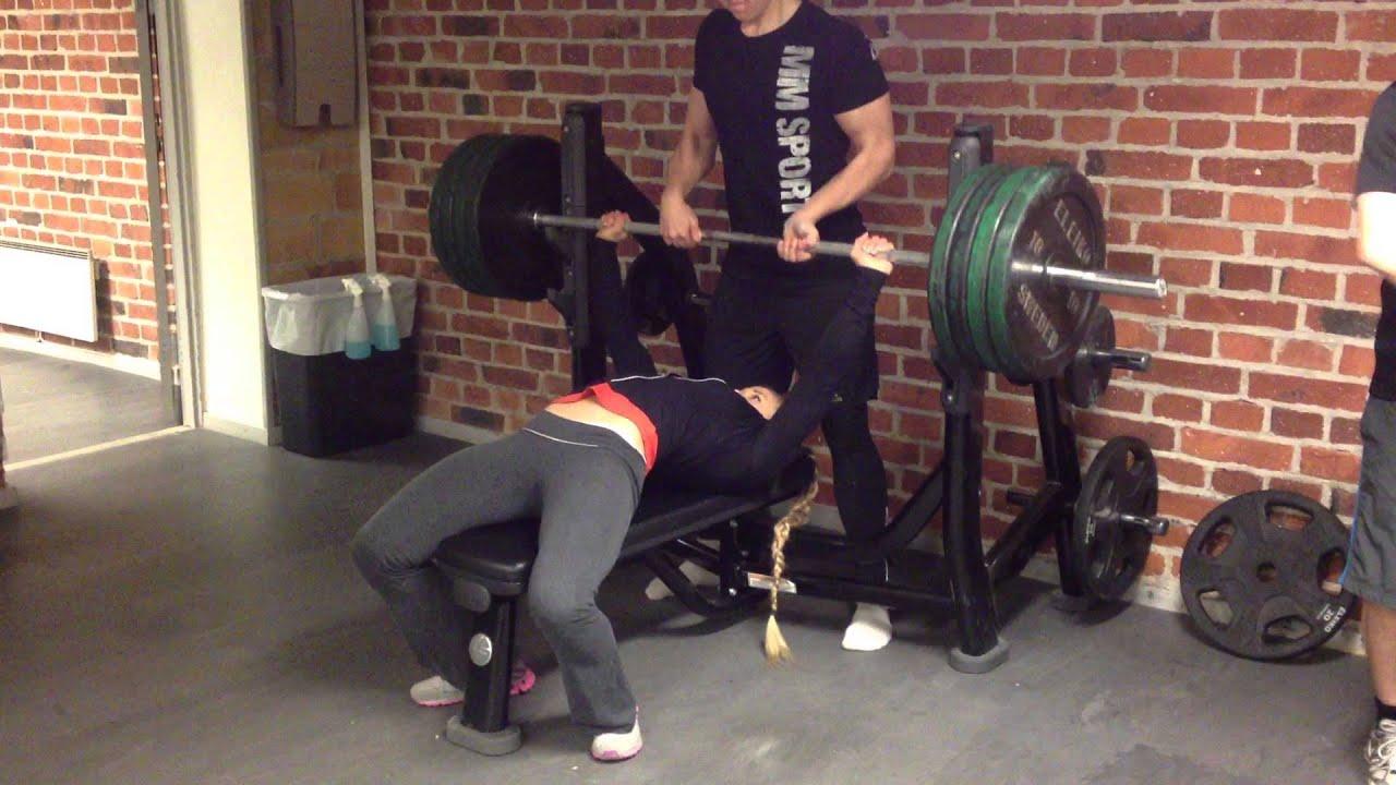 Sarah Backman Benchpress 100kg 220lbs Youtube