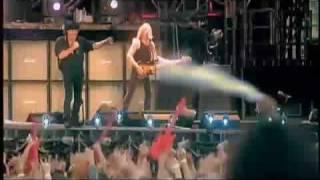 AC/DC - You Shook Me All Night Long + Lyrics
