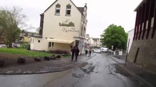 Königswinter: Abfahrt von Schloss Drachenburg und die Drachenfels Straße entlang