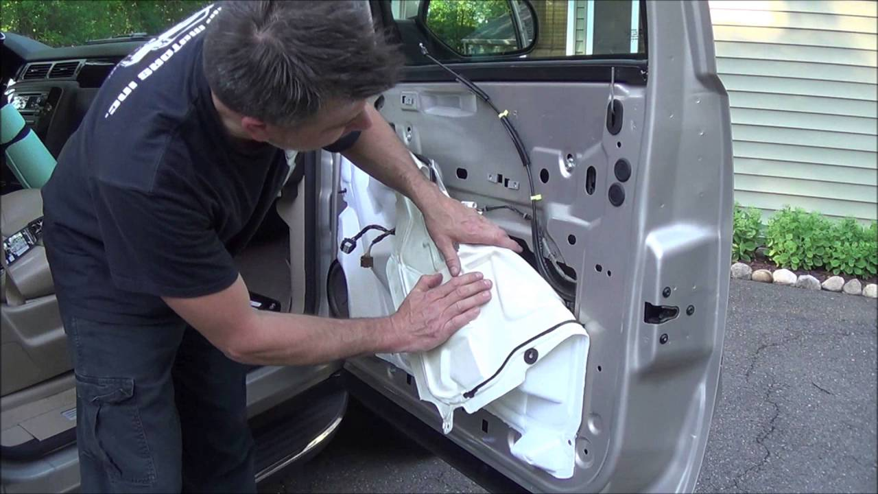 How To Replace Outer Front Door Handle On A 2007 Gmc Yukon Youtube