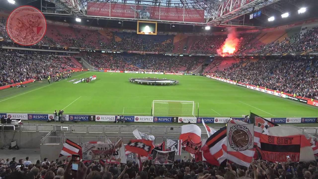 Ajax - Standard Luik ( 1-0 ) 29-9-2016   Opkomst Standard Fans Gooien Pyro Op Tribune - YouTube