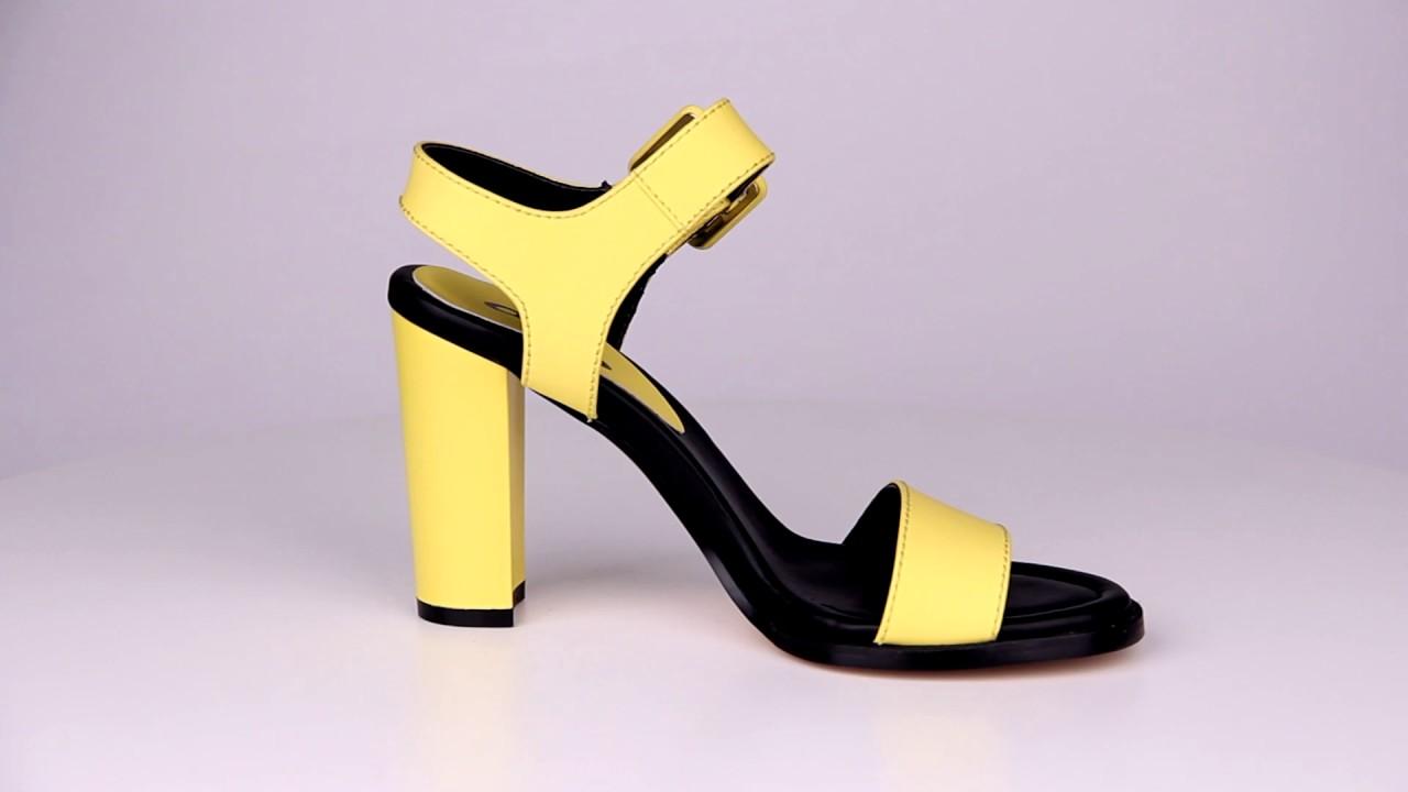 Вы можете купить женские кроссовки в официальном интернет магазине lotto, и мы уверены, что вы будете в восторге от качества этой обуви. Классические модели этого производителя хорошо сочетаются с яркими спортивными костюмами, джинсами, а так же с любой другой тренировочной одеждой.