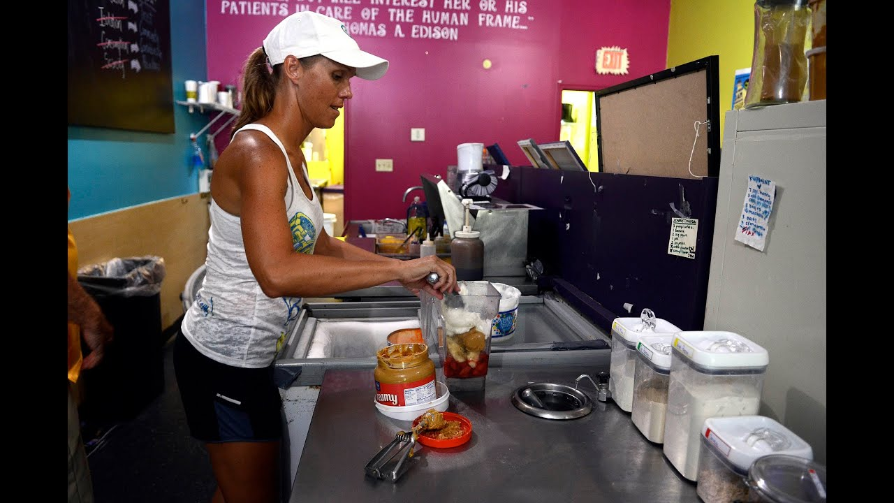 smoothie shop allows customers to price their own