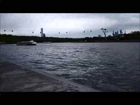 Набережная Москва-реки. Волны. Embankment of the Moscow River. Waves.