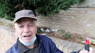 """Movida in Santa Lucia: """"Ho 87 anni e costole lesionate per pulire i rifiuti dei giovani"""""""