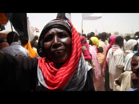 Singing Woman in Zalingei زالنجي/Central Darfur ولاية وسط دارفور/The Sudan السودان on 03 April 2016