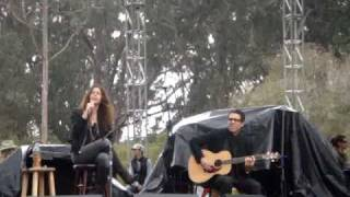"Alanis Morissette ""Hand In My Pocket"" (Live Acoustic at Power to the Peaceful Festival 2009)"