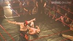 """Rock'n'Roll-Wrestling: """"Einfach das Gehirn in den Schrank hängen"""""""