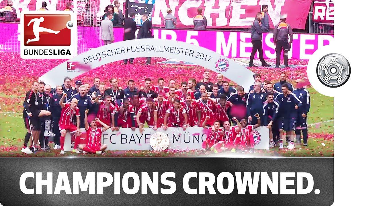 Lahm has the honour - FC Bayern München lift the Meisterschale