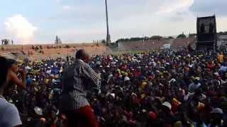 Mandela Uthhayihlome - Blondie Makhene & Amaqabane