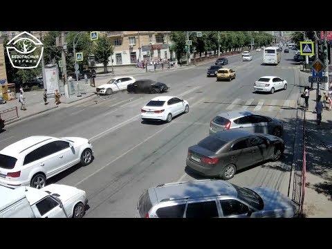 """В Волгограде столкнулись """"Лада"""" и """"Audi"""", пострадала водитель иномарки"""