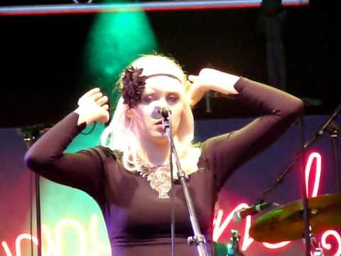 Amanda Jenssen - Autopilot @ Palmfestivalen, Trelleborg 100828