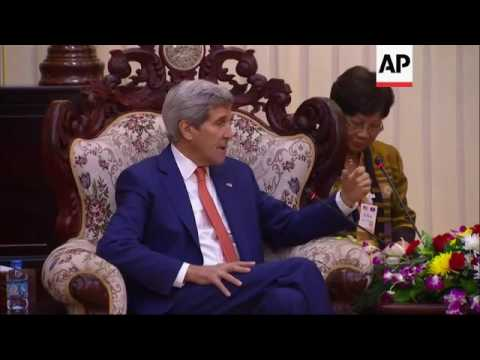 Kerry visits temple in Laos, meets PM